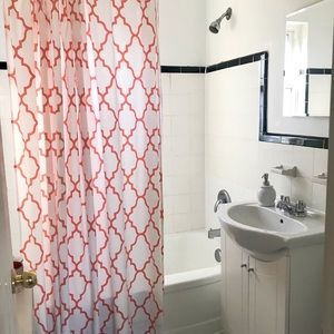 🍊 Cheerful Trellis Shower Curtain Made of Cotton